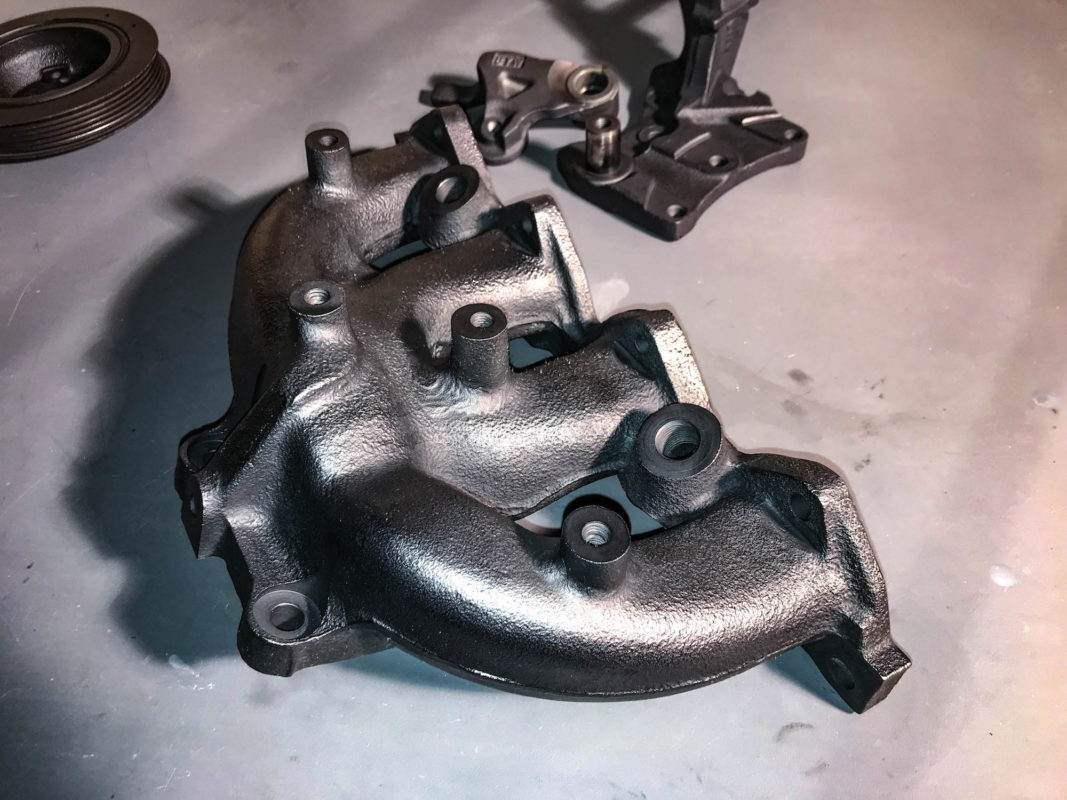 Evo 6 exhaust manifold coated with graphite